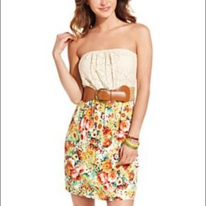 Dresses & Skirts - 🎉HP🎉Strapless Lace Floral-Print