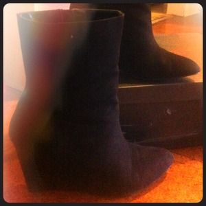 Wedge black boots