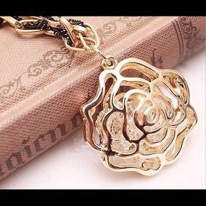 Jewelry - Gift Set🎁flower earrings, necklace set