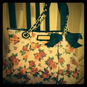 Large Carry Along tote Betsey Johnson