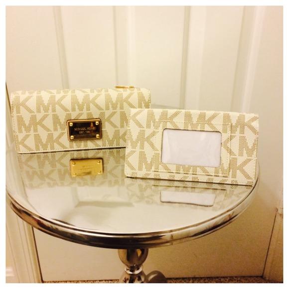 6f73ca106b51 Michael Kors Bags | Vanilla Checkbook Wallet | Poshmark