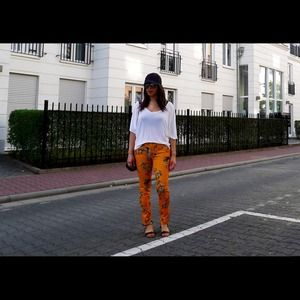 REDUCED   Zara floral pants