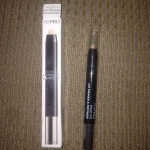Accessories - Victoria secret Lip Primer and Definer