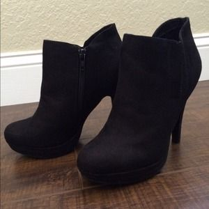 ALDO black suede booties!