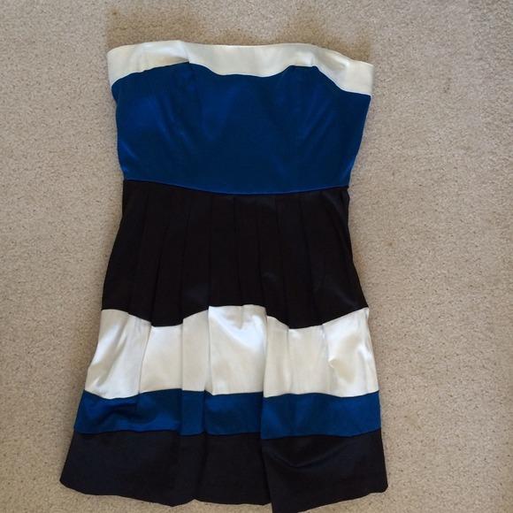Dresses & Skirts - Color block strapless dress