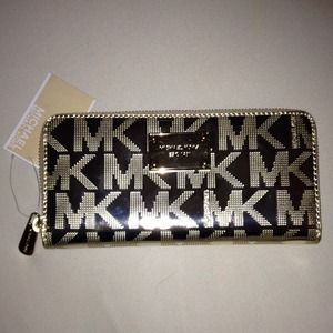 Michael Kors Clutches & Wallets - Brand new Michael Kors wallet