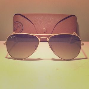 🎉HP🎉 Authentic Ray Ban Mirror Sunglasses!