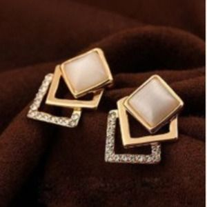 Jewelry - ⚡️sale⚡️Embellished Square Earrings