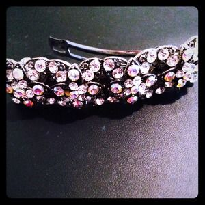 Accessories - Gorgeous Swarovski crystal barrette!!
