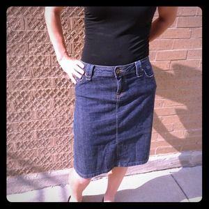 D&G Dolce and Gabbana denim pencil skirt size 40/L