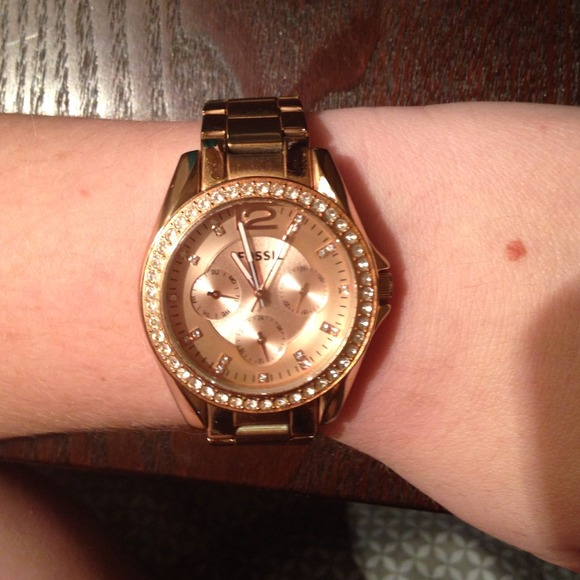 53 off fossil jewelry rose gold fossil watch from ashley 39 s closet on poshmark. Black Bedroom Furniture Sets. Home Design Ideas