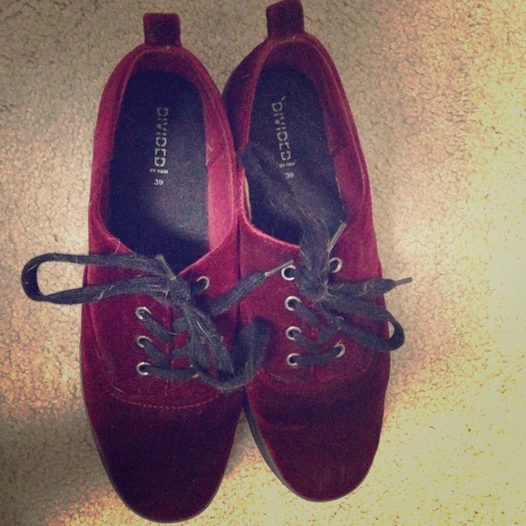 a8a174cb5ea7 H M Shoes - Red Velvet Platform Shoes
