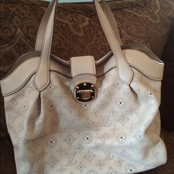 Louis Vuitton Handbags - Louis Vuitton Cirrus PM Mahina Coquille handbag 7f0f8311091af