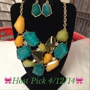 Beautiful Hues of Green & Honey Necklace set