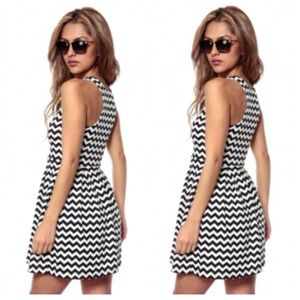 Dresses & Skirts - B&W Zig Zag Print Dress