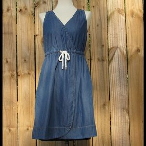 Cute and comfy, NWT chambray dress with pockets !