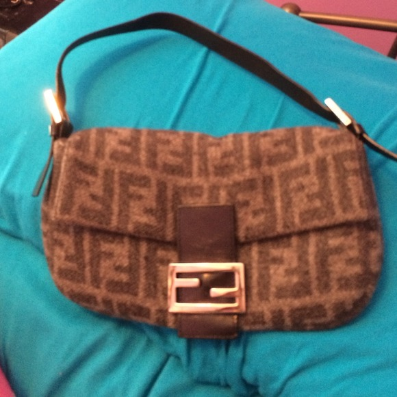 FENDI Handbags - Vintage fendi bag (reselling) REDUCED