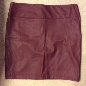 NEW Forever21 faux leather maroon skirt M
