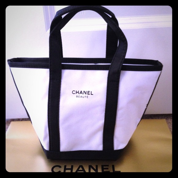 31a8e0fc9ee0 CHANEL Handbags - SALE Chanel beaute small canvas tote bag