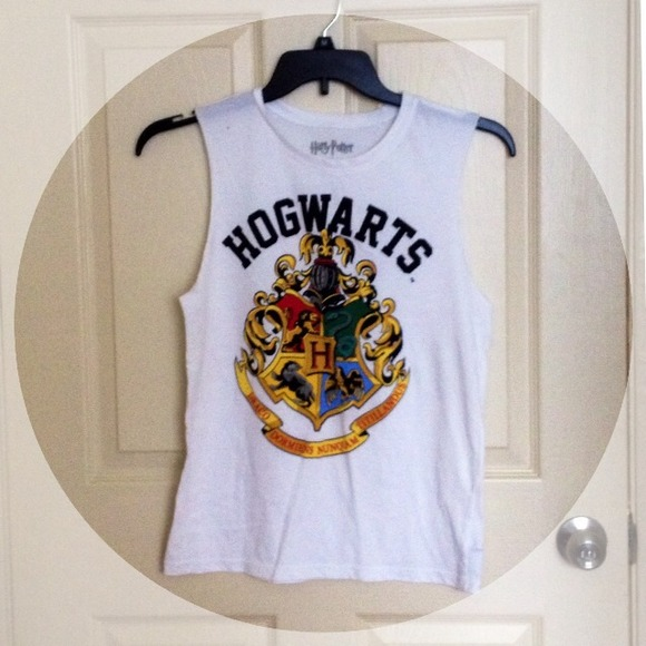 6d7ccf3e24366 Forever 21 Tops - Harry potter Hogwarts muscle tee