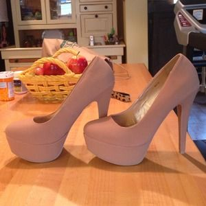 Shoes - Nude Pumps