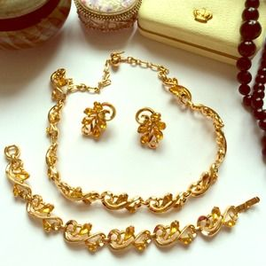 Trifari Vintage Gold Necklace Earring Bracelet