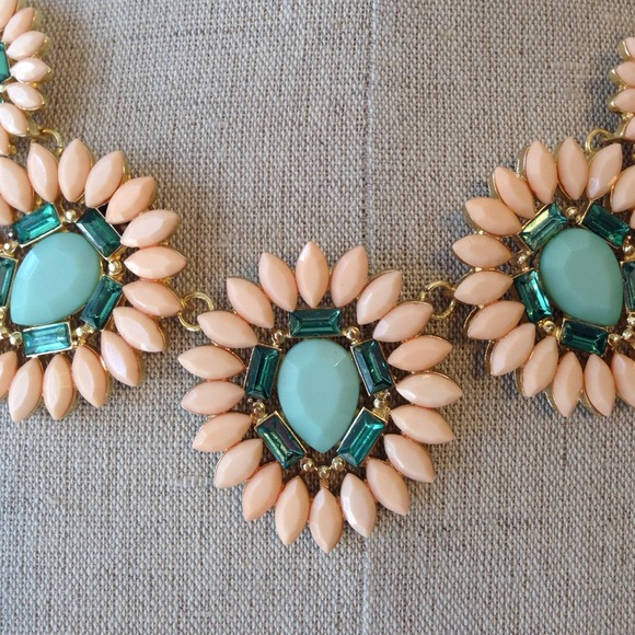 Jewelry - Peach and Mint statement necklace NEW