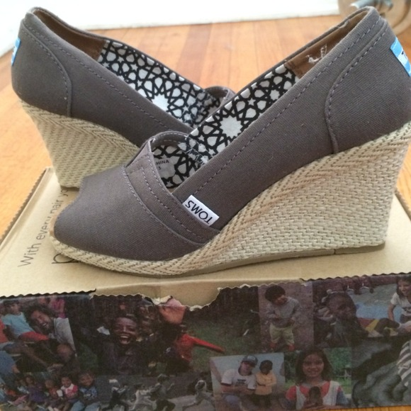 5ce981b4641 Toms wedge ash canvas