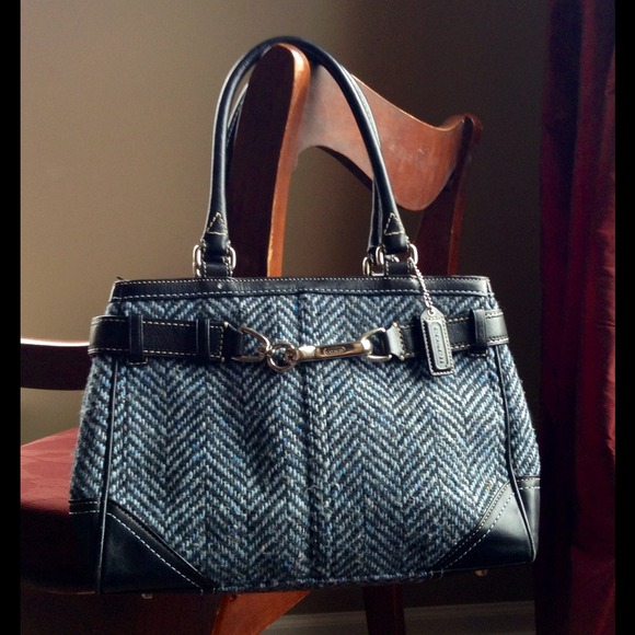 Coach Handbags - Sophistichic!! Coach Hampton's Hamilton Tweed