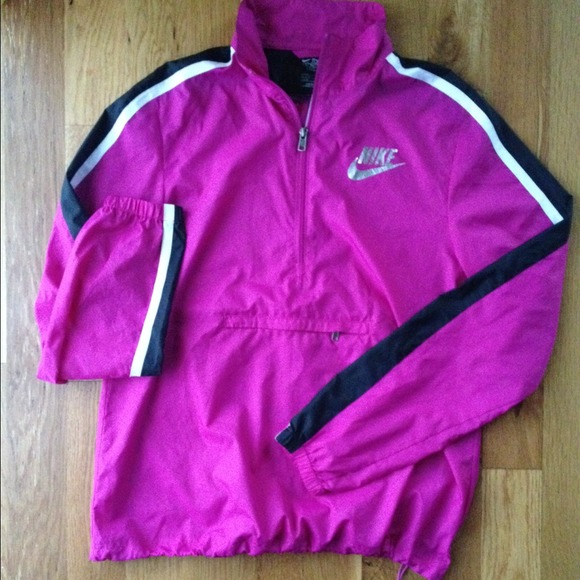 64 off nike outerwear sold nike half zip windbreaker pullover hot pink from justine 39 s. Black Bedroom Furniture Sets. Home Design Ideas
