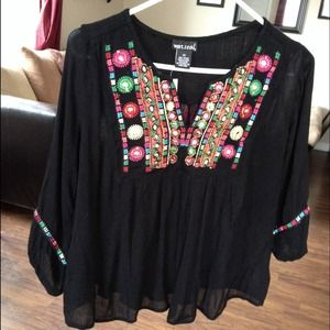 Tops - Flowey embroidered top