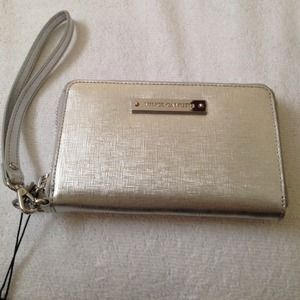 Vince Camuto Clutches & Wallets - ✨NWT Vince Camuto Silver Wristlet