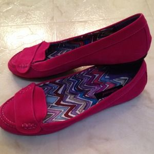 Bright pink flats! New without