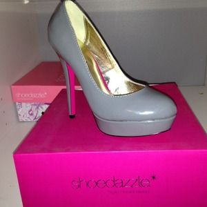 Shoedazzle Shoes - Grey Patent Leather Platform Pump SZ 8 NEVER WORN!