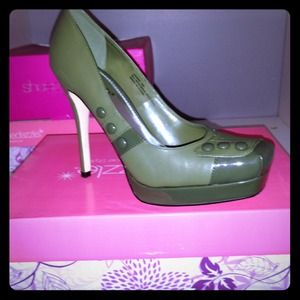 Shoedazzle Shoes - Army green military style platform pump SZ 8