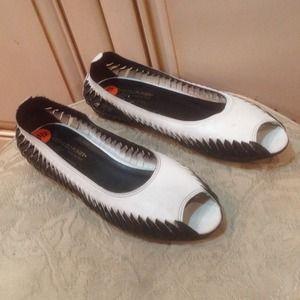 Donald J. Pliner Shoes - NEW Donald J Pliner black/white flat shoes SZ 9.5