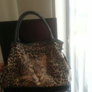 Large purse with tiger in front