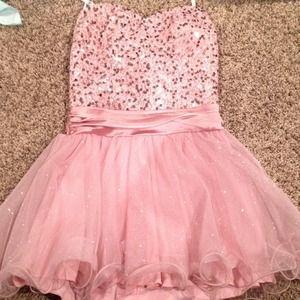 Dresses & Skirts - Short homecoming dress. Never worn