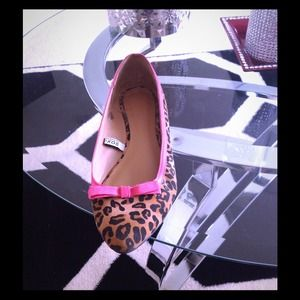 Leopard print  pointed toe flats hot pink trim