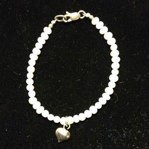 Jewelry - Cute Pearl Bracelet w/Sterling Silver Clasp/Heart