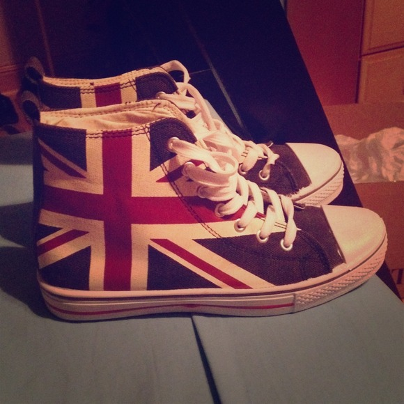 Rue21 Shoes - 💕REDUCED British Flag Hightop Converse knockoffs 4a71a4448