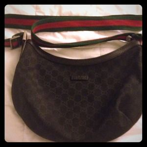 Authentic Gucci Medium Messenger Bag Black/Black