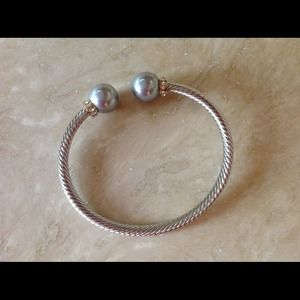 Jewelry - Silver cable bracelet with grey pearls
