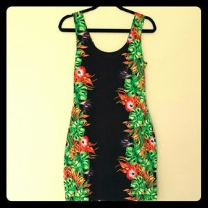 Dresses & Skirts - Tropical body con dress *New Markdown *