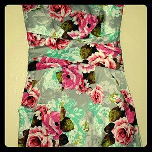 Dresses & Skirts - Floral Strapless Summer Dress *New Markdown *