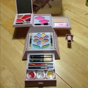 Other - Cameo makup set
