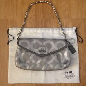 Coach Handbags - 💲Reduced Price💲COACH Purse