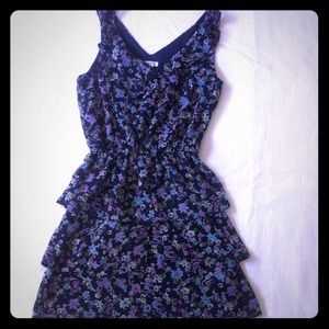 exhilaration Dresses & Skirts - Flirty ruffled dress