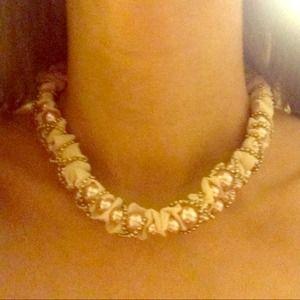 NWOT faux pearl choker❤️