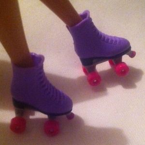 Liv fashion doll purple/pink roller skates